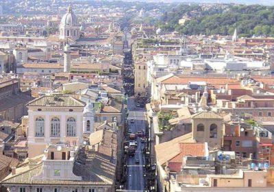 veduta su via del corso a Roma